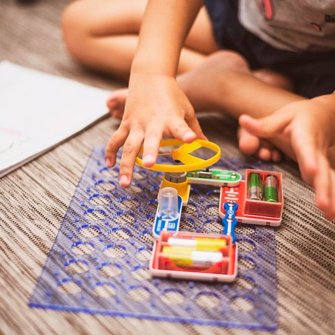 Электронный конструктор ЗНАТОК Первые шаги в электронике. Набор А, 15 схем Превью 4